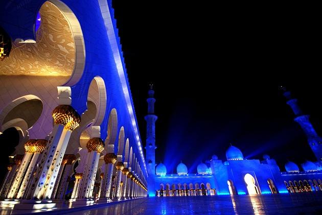 Большая мечеть шейха Заеда в Абу-Даби. Действующая мечеть и музей