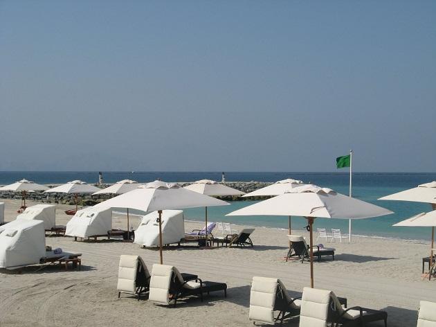 Пляжи в ОАЭ - это чистая вода и прекрасно обустроенная береговая линия