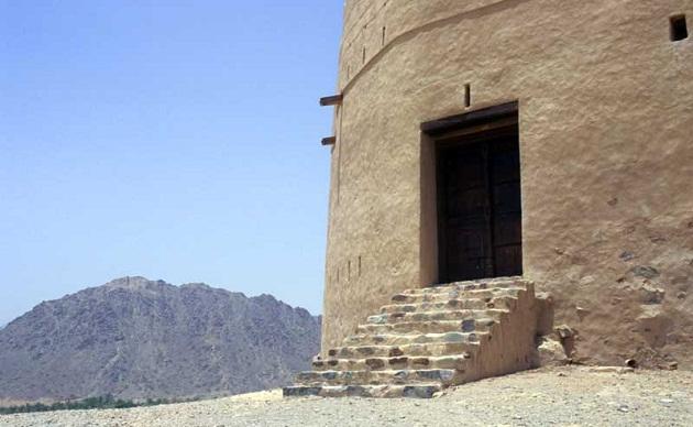 В горах Фуджеры. В ОАЭ есть не только пустыня, но и гранитные горы