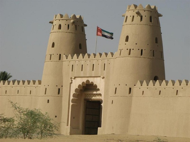 Архитектурные памятники, природа пустыни. А чем еще богато ОАЭ?