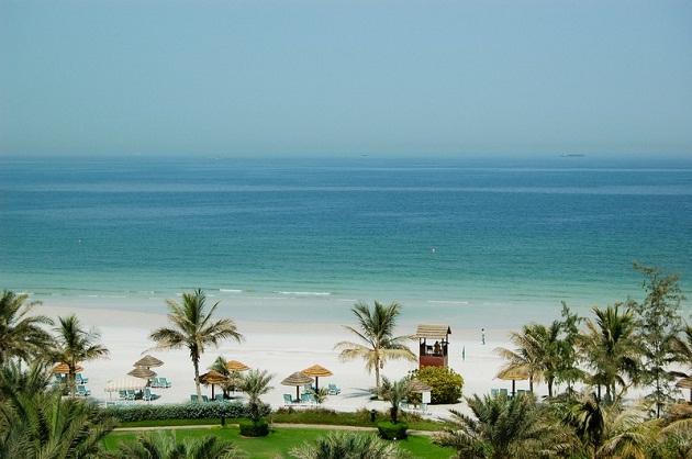 Пребрежная линия не уступает, Дубаю, но отдых в Рас Аль Хейме, Умм Аль Квейне и Аджимане значительно дешевле