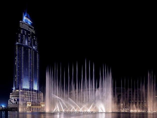 Фонтан Дубай – один из самых крупных и высоких в мире, расположен у подножия самого высокого в мире здания