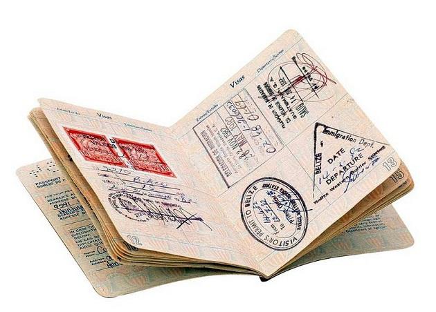 Для въезда в ОАЭ гражданам России требуется виза. Открыть её нужно до поездки