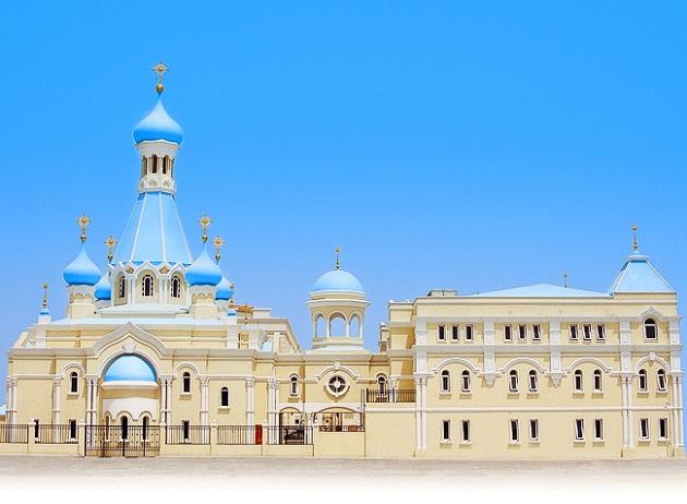 Храм святого апостола Филиппа в Шардже. Первое здание на всем Аравийском полуострове, чью вершину венчают кресты