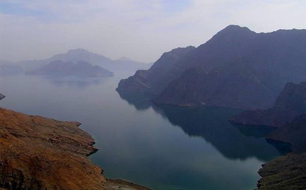 Полуостров Мусандам - это великолепные виды, величественные горы и небольшие рыбацкие деревушки зажатые между морем и горами