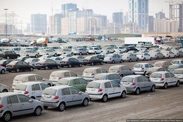 Склад новых автомобилей в Шардже