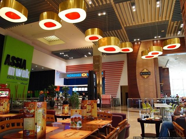 Фудкорт в Дубай молл. Большой выбор еды на любой вкус по приятным ценам
