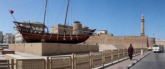 Цены на экскурсии и музеи сильно варьируются. Покататься на подобном кораблике вы сможете заплатив всего 5 Дрх