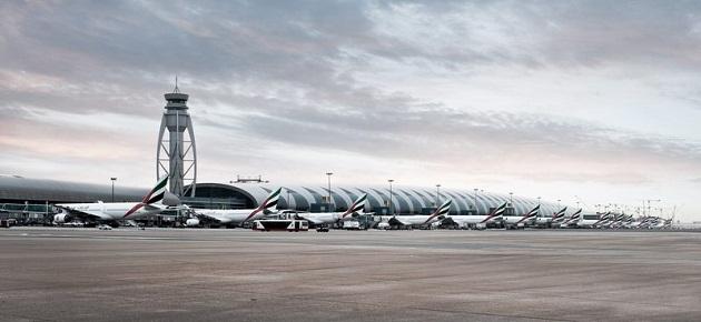 Аэропорт Дубая крупнейший из аэропортов ОАЭ. Один из терминалов аэропорта полностью принадлежит авиакомпании Эмиратс